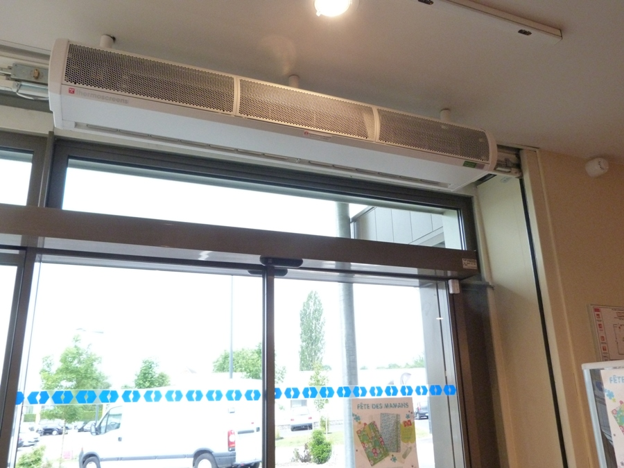 Low pressure hot water heated air curtain - C1000W