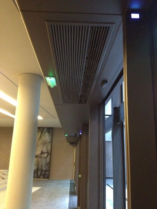 Low pressure hot water heated air curtain - recessed - T1500WR